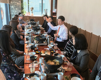 Around the table at the restaurant, CJ Logistics CEO Park Geun-tae and the executives